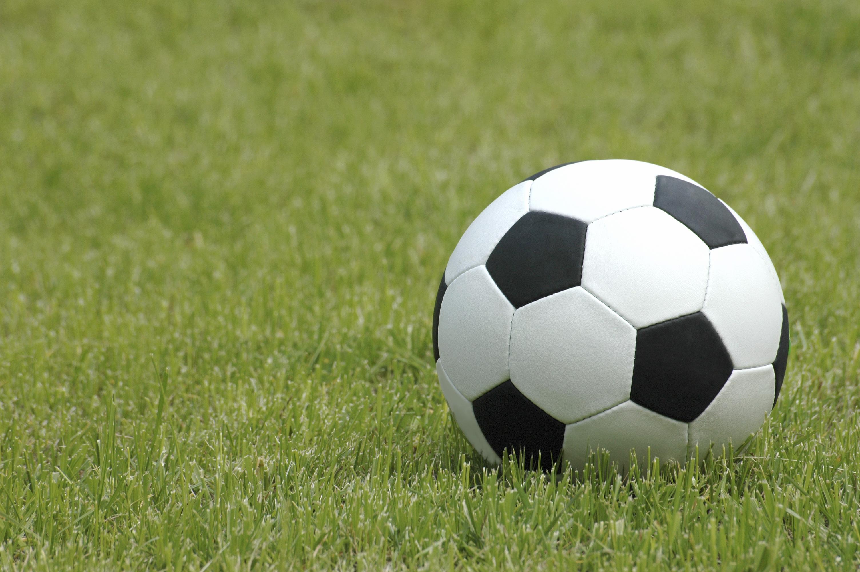 Schweizer Fußballverband Spielform 4 gegen 2 zum Thema Duelle/Initiative/Spiel in die Tiefe/Verteidigen in Unterzahl